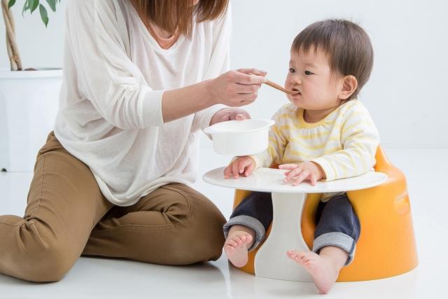 「頑張るママを応援!離乳食を乗り切るためのおすすめグッズをご紹介」のアイキャッチ画像