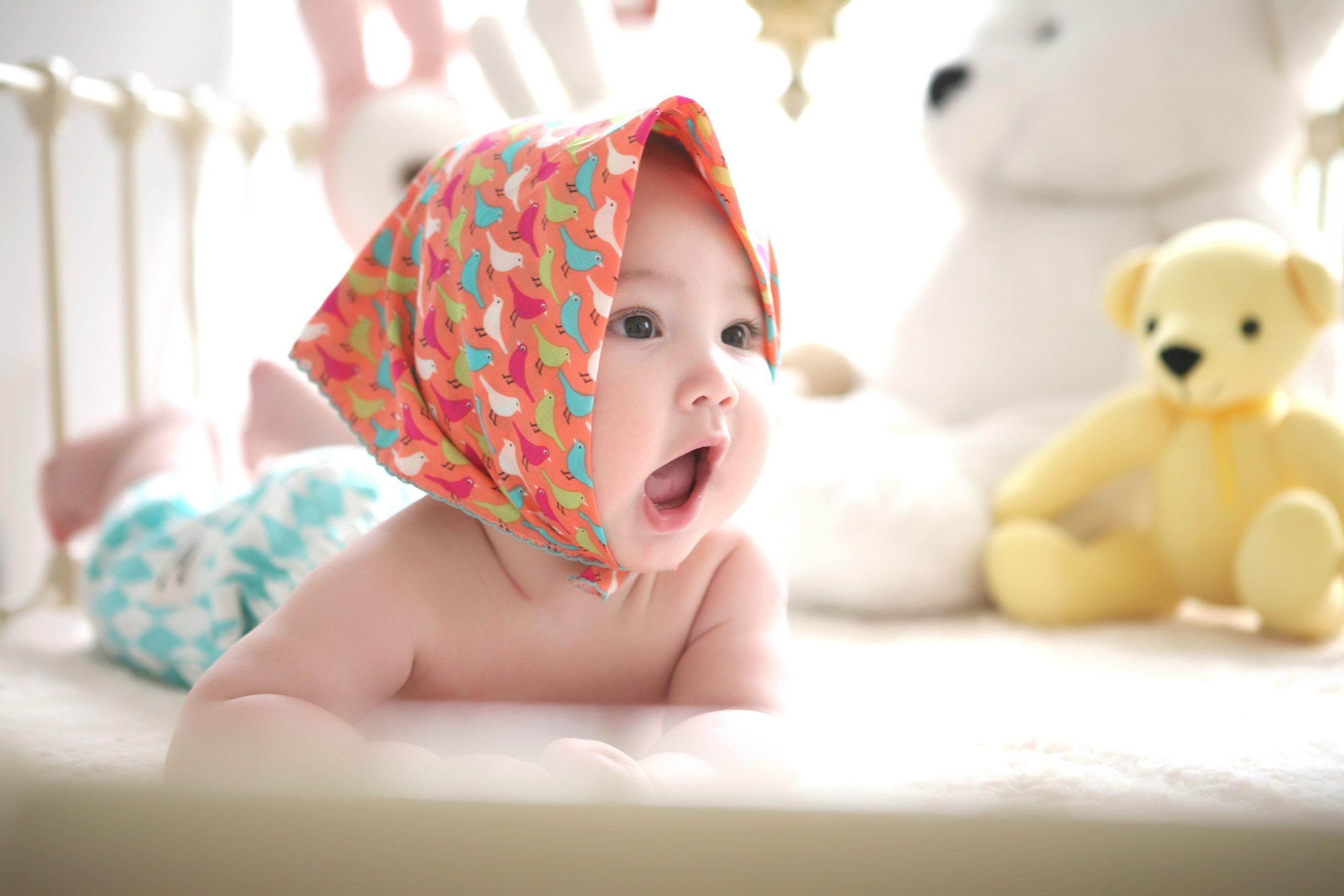 「赤ちゃんが快適に過ごすための新生児服の選び方」のアイキャッチ画像